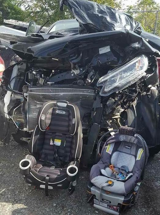 Mom's shocking image shows Child seats that survived huge car crash, saving kids, and this is how !!!