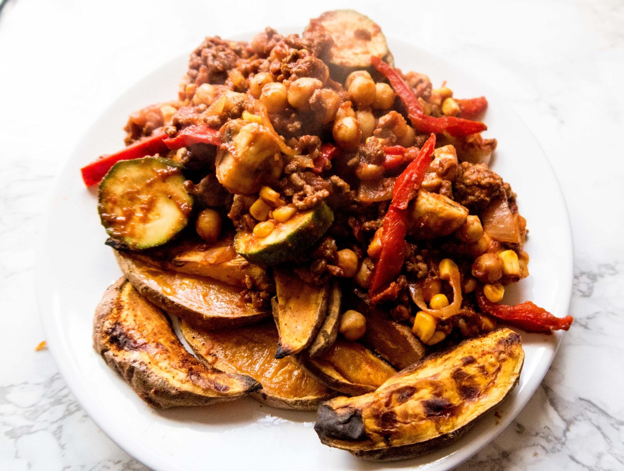 SW recipe: Healthy Savoury Mince & Spiced Sweet Potato Wedges