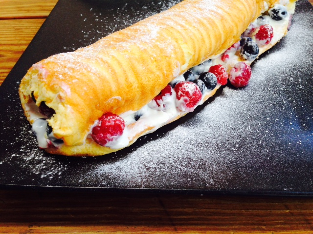 SW recipe: raspberries and blueberries roulade