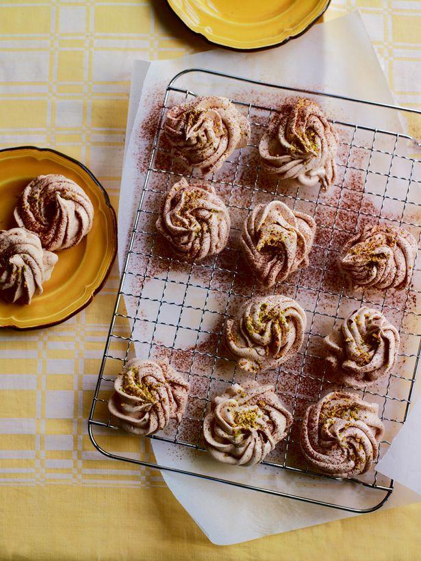 SW recipe: Chocolate and pistachio meringues